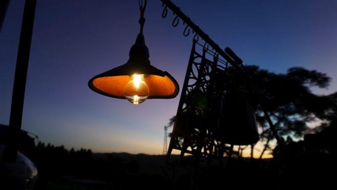 キャンプ用ペンダントライトAfterGlowと夕暮れ