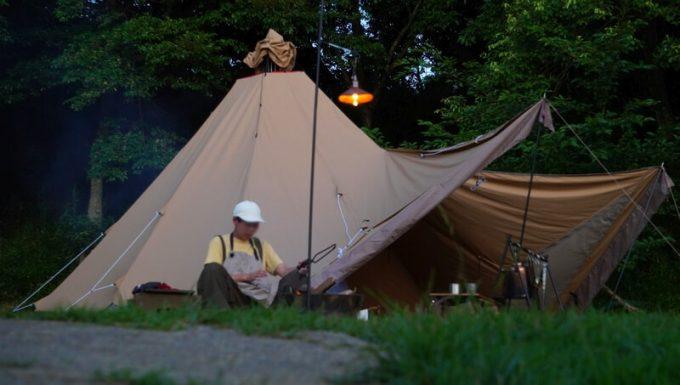 キャンプ用ペンダントライトAfterGlowと焚火