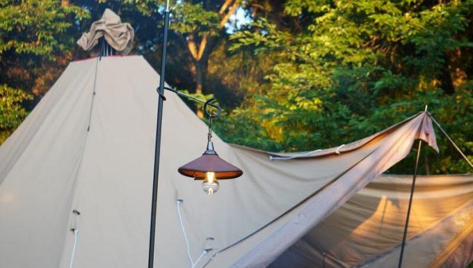 キャンプ用ペンダントライトAfterGlowとテント