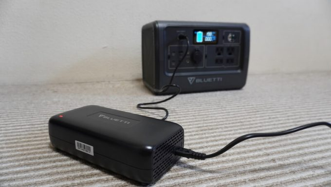 BLUETTIポータブル電源EB70をACコンセントで充電