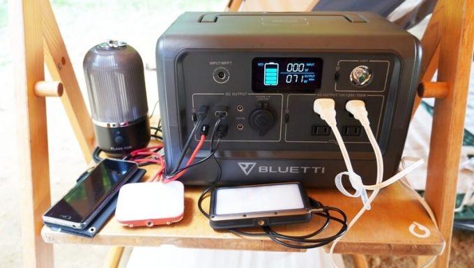 BLUETTIポータブル電源EB70でライト類を充電