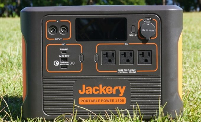 Jackeryポータブル電源1500(PTB152)の入出力端子