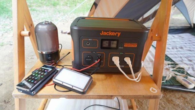 Jackeryポータブル電源708でUSB充電したり家電製品を使う