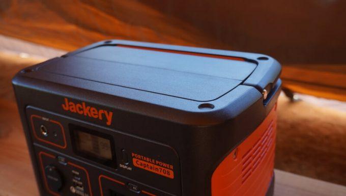 Jackeryポータブル電源708の上面はフラット