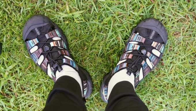KEEN ニューポートエイチツーサンダル 靴下を履く