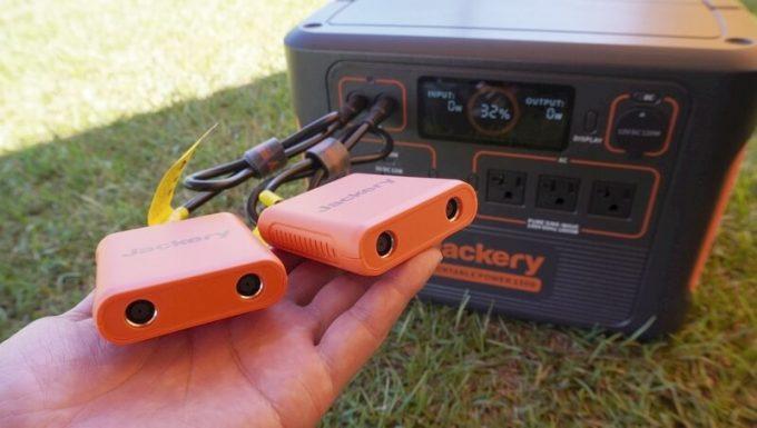 Jackeryポータブル電源1500(PTB152)の並列充電ケーブル