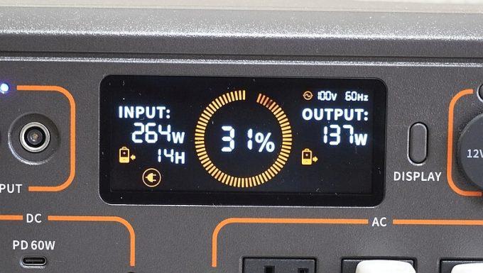 Jackeryポータブル電源1500(PTB152)を充電中に給電