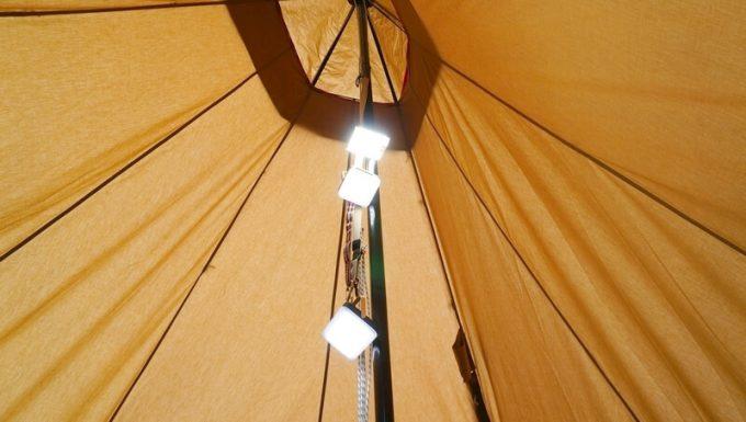 ナコタ×ストラッパー デイジーチェーンストラップにライトを吊るす