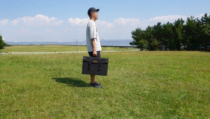 BALDRソーラーパネルを手に持ったサイズ