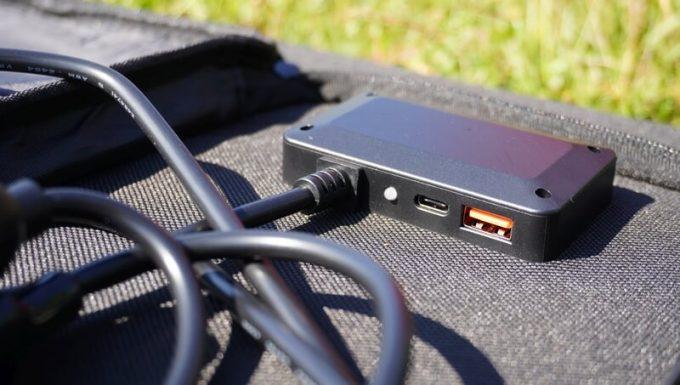 BALDRソーラーパネル120WのUSB端子