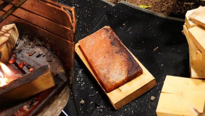 梅研本舗 ヒマラヤ岩塩プレートを使った汚れ