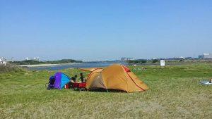 砂地・強風(風速10m/s)でテントやタープを設営する方法